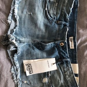 Zara brand new low rise denim shorts